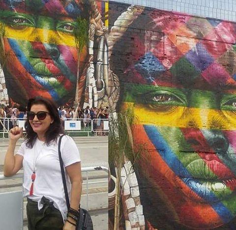 """Legado cultural: encantada com esse mural maravilhoso do artista Eduardo Kobra, chamado """"Todos somos um"""" """"We are all one"""" no Pier Mauá.  #Eduardokobra #arte #errejotavibes #piermaua #portomaravilha #grafite #somostodosum #streetartrio #graffiti #legado #errejota #murosdacidade #rj #riodosmeusolhos  #kobrastreetart #rio #rioeuamoeucuido #revitalizacao #carioquissimo  #cultura #rio2016  #riodejaneiro #life #boatarde #rio2016olympics #weareallone"""