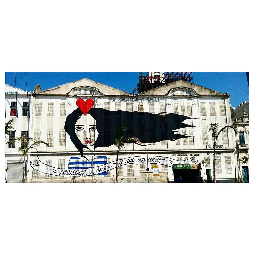 """""""  não é tão simples quanto pensa..."""" #graffiti #streetartrio #streetartglobe #olheosmuros #aruafala #modicesinspira #boulevardolímpico #portomaravilha #riodejaneiro #carioquíssima #abandamaisbonitadacidade"""