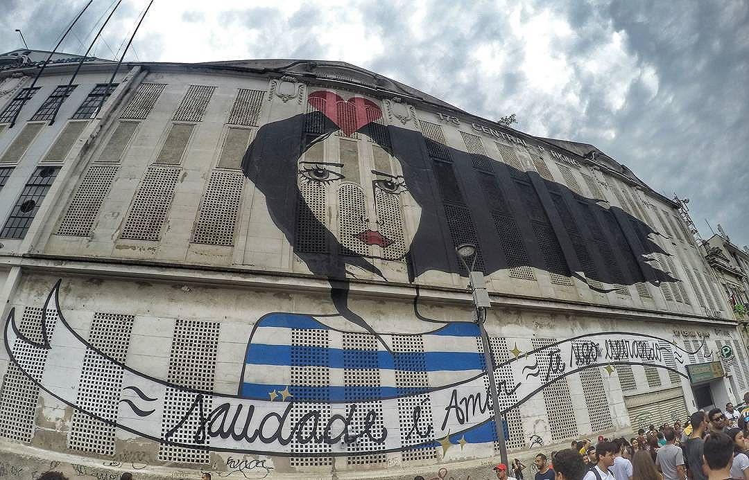 Saudade é amor #graffiti #intervencaourbana #lembraçasrj #riodejaneiro #artederua #art #saudadeéamor #ritawainer #poesiaurbana #streetart #streetartrio #gopro #goprohero4