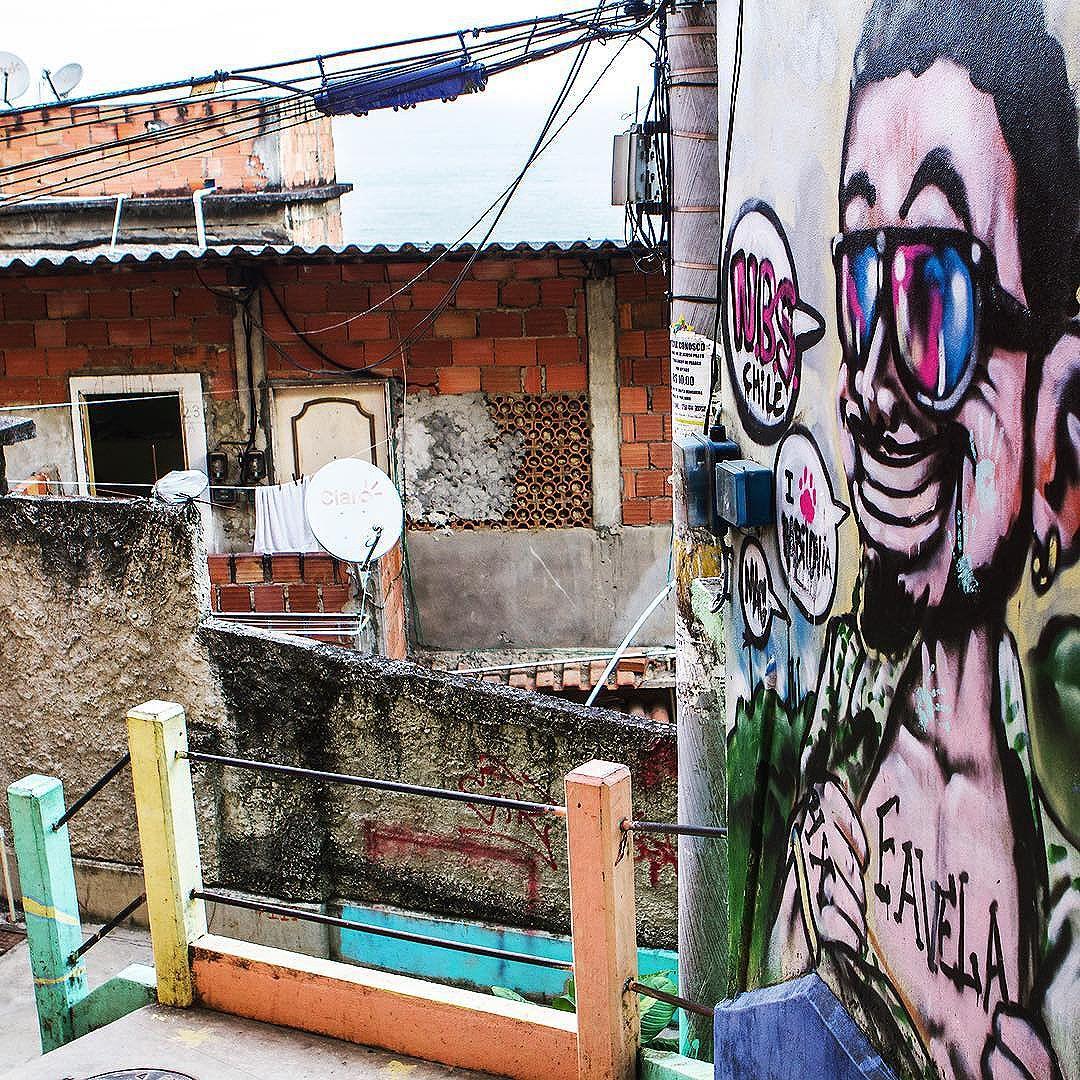 Street art in favela Babilonia, on a hill next to Copacabana. #instatravel #instabrazil #errejota021 #paralympics #ig_riodejaneiro_ #021rio #carioca #carioquissimo #goodinrio #travellove #instario #amorio #riodejaneiroinstagram #aboutrio #visitrio #travel #oficialrio #riodejaneiroinstagram #favela #streetartrio