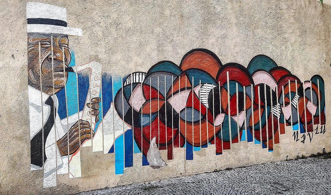 #StreetArtRio  Grafite na rua Barão de Mesquita com a rua Sá Viana, no Grajaú.  Artistas: @garveytattoo (Garvey) e @__bandeira__ (Bandeira)  #NAVIU (Coletivo NAVIU)  Tirada em 17/08/2016