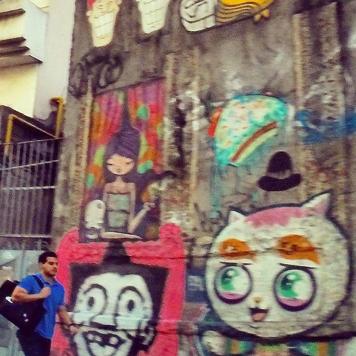 The walls are watching you. .. #watchingyou #najanela #streetart #graffiti #paisagemurbana #colors #streetartrio #LapaRJ #centrorj #diariodorio #gopro #porainorio #cotidiano