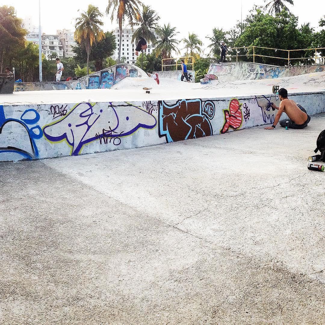 Artistas: RAO, MAG & SEREIA.  #24bar7  Brincadeira de ontem na pista de skate do Aterro.  Obrigado a todos os artistas envolvidos, clima foi muito bom.  #oimportanteébrincar  #graffiti #riodejaneiro #intervencao  #letters #amigos #uniao #hiphop #movimento #skate #artederua #streetart #streetartrj #arteurbana #urbanart #culturaurbana #graffrio #artederuarj #welovebombs #spraypaint #sprayart #instagraffiti. #graffart #streetartrio