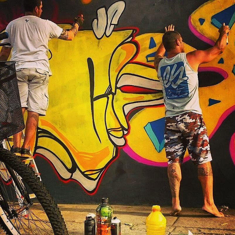 Colorir...... #instaart #spray #riodejaneiro #rj #instagraffiti #graffiti #graffite #artederua #art #artist #urbanart #graffitibrazil #graffitebrazil #loveart #spraypaint #streetart #freestyle #graffitirj #graffrio #rua #mtn #hiphop #streetartrio #ruasdazn #tafaltandomuro