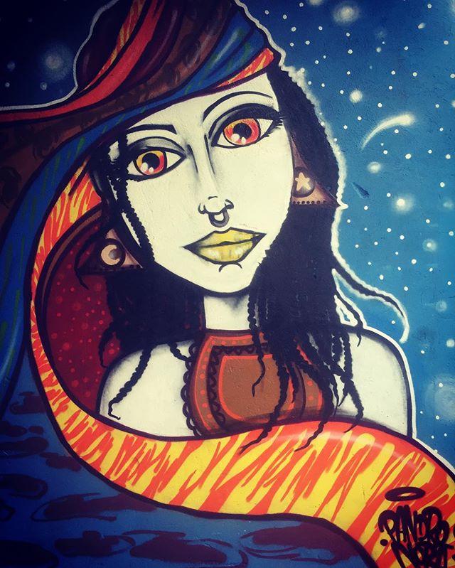 Enigma mulher ... Close da pintura que rolou sábado no mutirão de graffiti em comemoração do aniversário de Mateus Bands . #pandronobã #artistasurbanoscrew #streetartrio #urbanarts #arteurbana #ilovegraffiti #graffitiart #loveart #amoarte #streetartbrasil 2016