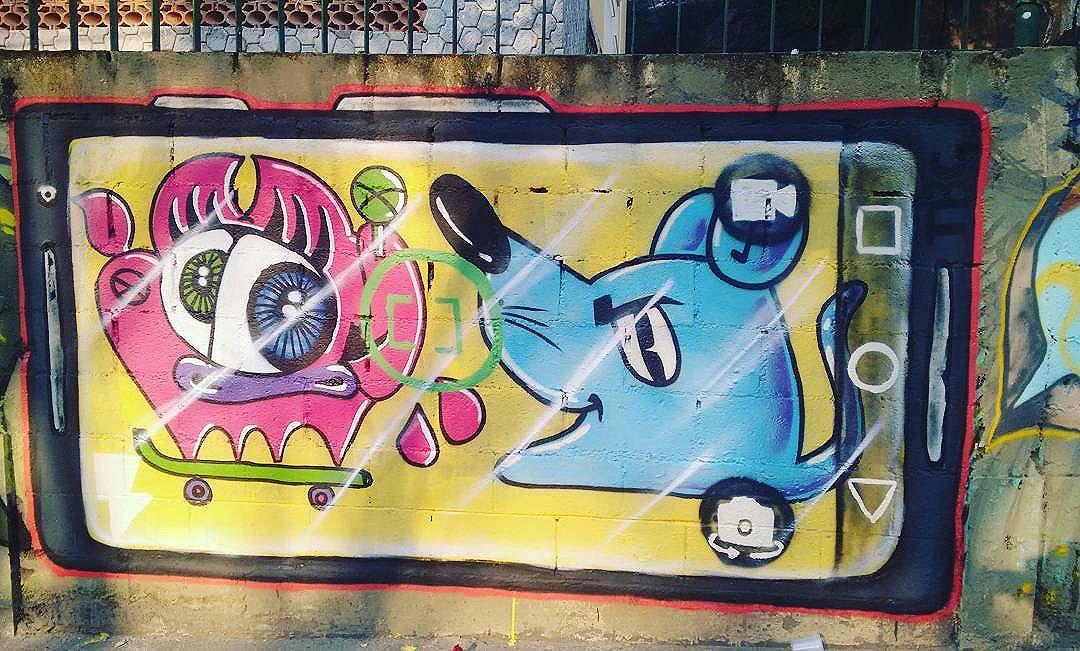 Fotografia moderna  #graffitiart #arte #coresevalores #arteurbana #urbannation #urbanarts #streetartrio #streetart #vacamutant #ratimblu #foto #fotografia #celular #fotocelular #ilustrations #ilustrarte