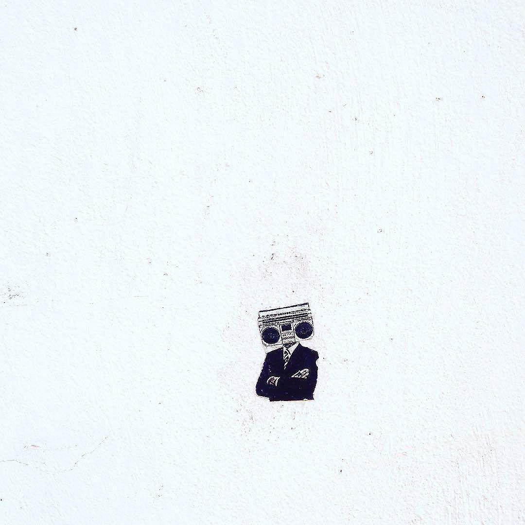 Mini lambe-lambe na Rua Progresso. #lambelambe #artederua #streetart #streetphotography #aruaénoiz #streetartrio