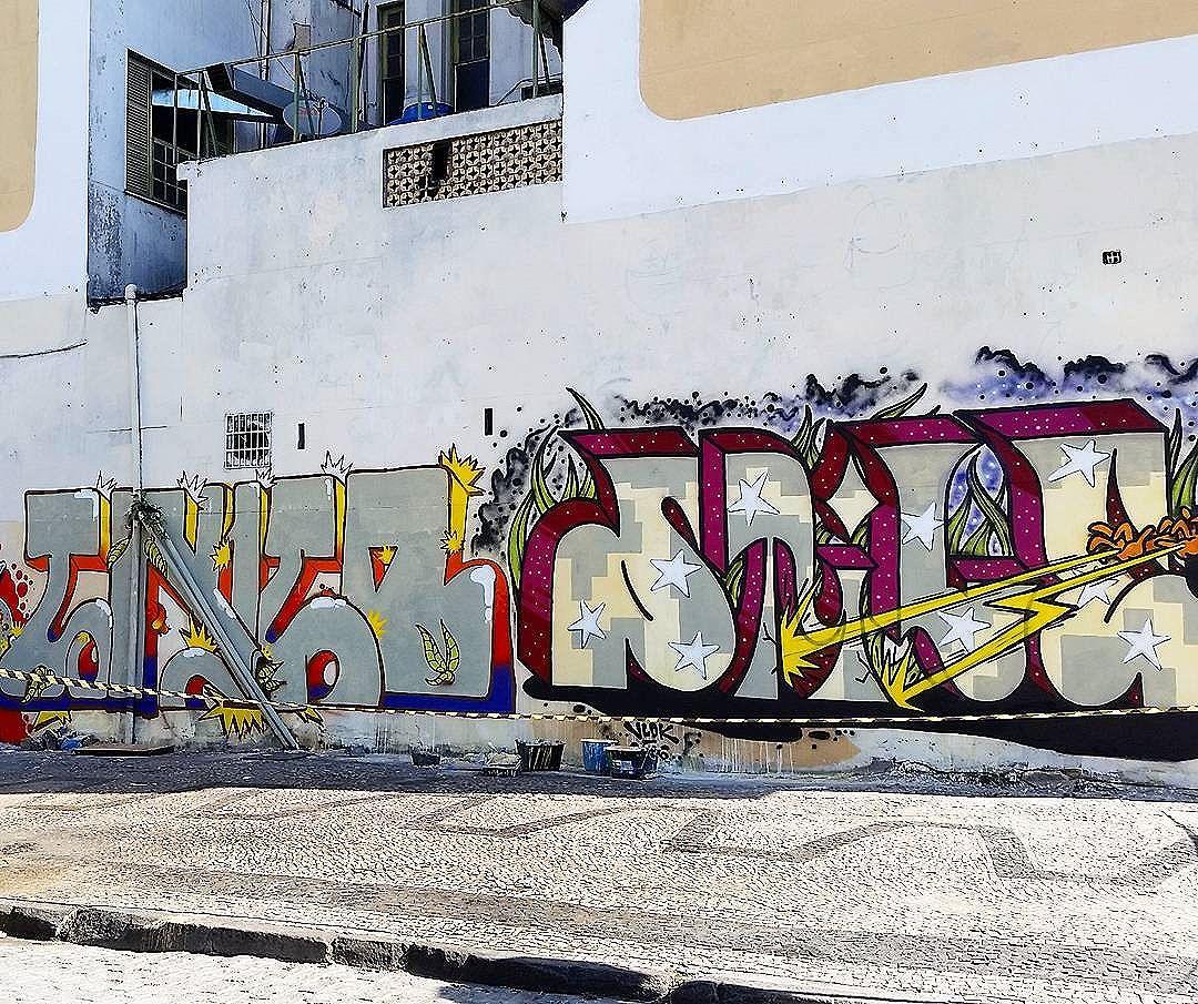 RUA ANA AMELIA #streetphotography #buildinggraffiti #graffitiart #art #streetart #handmade #instagraffiti #street #graff #animation #urban #wallart #spraypaint #aerosol #spray #wall #mural #murals #painting #arte #streeartrio #color #streetartistry #artist #grafiti #urbano #rue #guerillaart #going_into_details #StreetArtRio