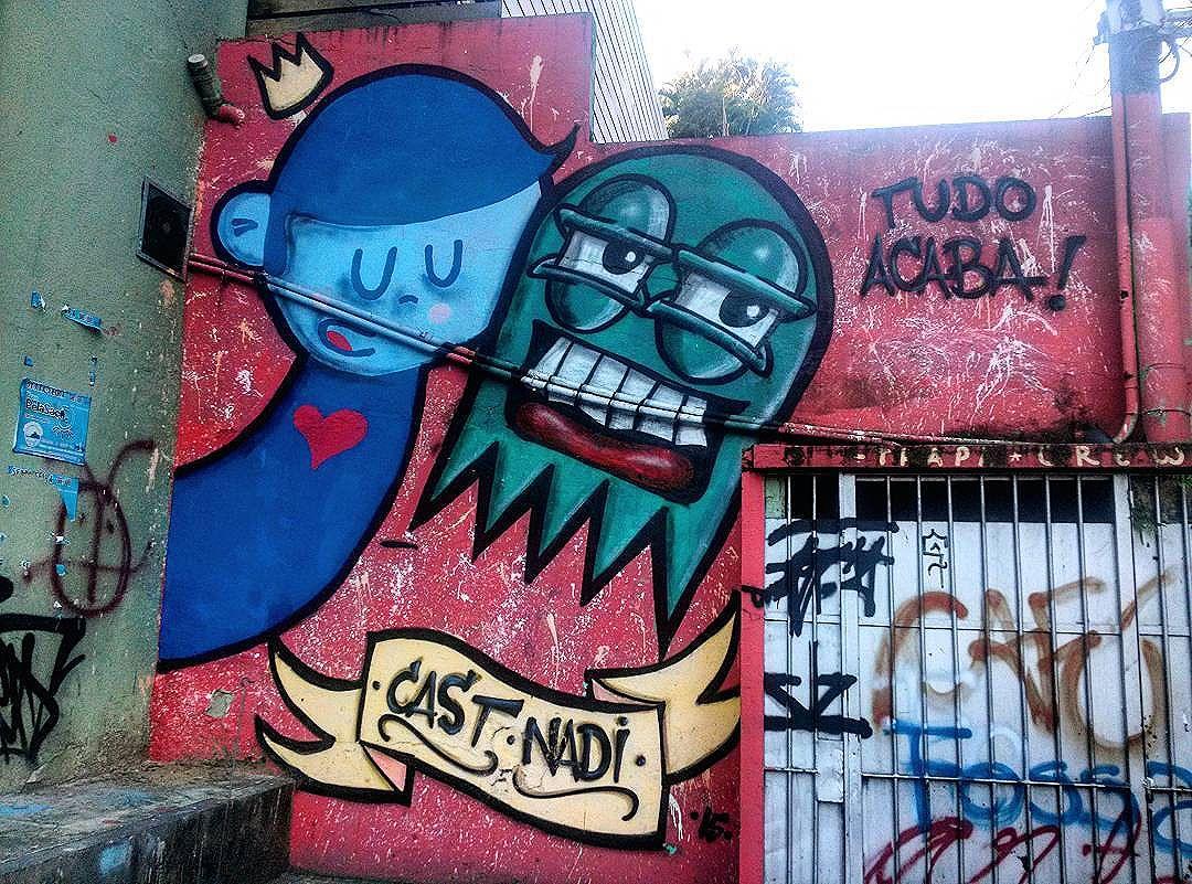 #StreetArtRio  Grafite na rua Conde de Irajá, próximo à esquina com a rua Voluntários da Pátria, em Botafogo.  Artistas: @nadigraffiti (Nadi) e @castleonardo (Cast)  @trapa_crew (Trapa Crew)  Tirada em 23/12/2015  #g021_nadi #g021_cast #g021_trapacrew