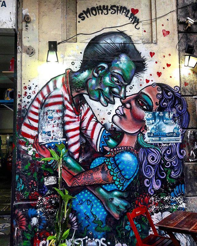 #StreetArtRio  Grafite na Rua do Lavradio, próximo à esquina com a avenida Mem de Sá, na Lapa.  Artistas: @brunosmoky (Smoky) e @shalakattack (Shalak)  Tirada em 21/09/2016  Quer conhecer mais obras destes artistas e de tópicos relacionados? Explore mais em: #g021_smoky #g021_shalak