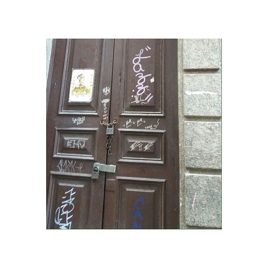 • deixando marcas por aí. #vandal  #graffitilife #tagstreet #urbanart #jazz #taglife #taglifestyle #taggraffiti  #rjvandal #tagandtag #tagsandthrows #tags #throwup #fatcap #mtnrio #xarpi #streetartrio #streetart #instagrafite #hardcore #iovebombing #grapixo #atomikisilver #squeezer #hubik #rjvandal #errojota #centrodorio