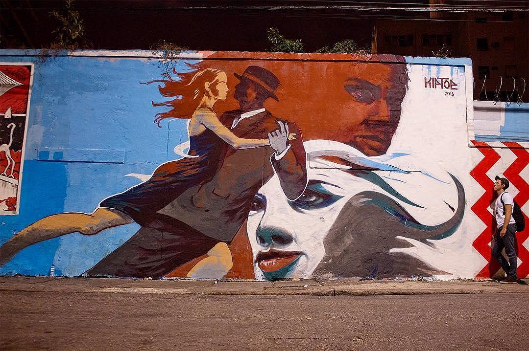 """Dancers"" my first mural in #RiodeJaneiro!  A quick one day piece next to #escadariaselaron  #southamericankiptoe #streetartrio"