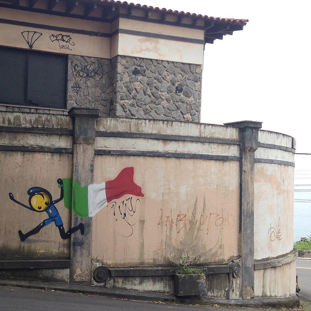 foto de @ArteRuaRio & arte de rua de @warkrocinha próximo ao Mirante do Joá | #ArteRuaRio #warkrocinha #wark #brarts . . * veja mais arte em #StreetArtRio #GraffRio #RJStreetArt #RJGraffiti #GraffitiRio #GraffitiCarioca #InstaGrafite