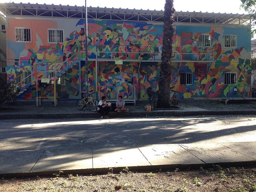 Mais uma do prédio da #ECO na @ufrj da Praia Vermelha. Mural quase terminado! * One more picture of our #graffiti at the School of Cinema and Communication, inside the Federal University of Rio de Janeiro's campus. Almost done! #grafite #comingsoon #contemporarypainting #craftandarts #design #pinturacontemporanea #artwork #wip #workinprogress #streetartrio #graffitirj