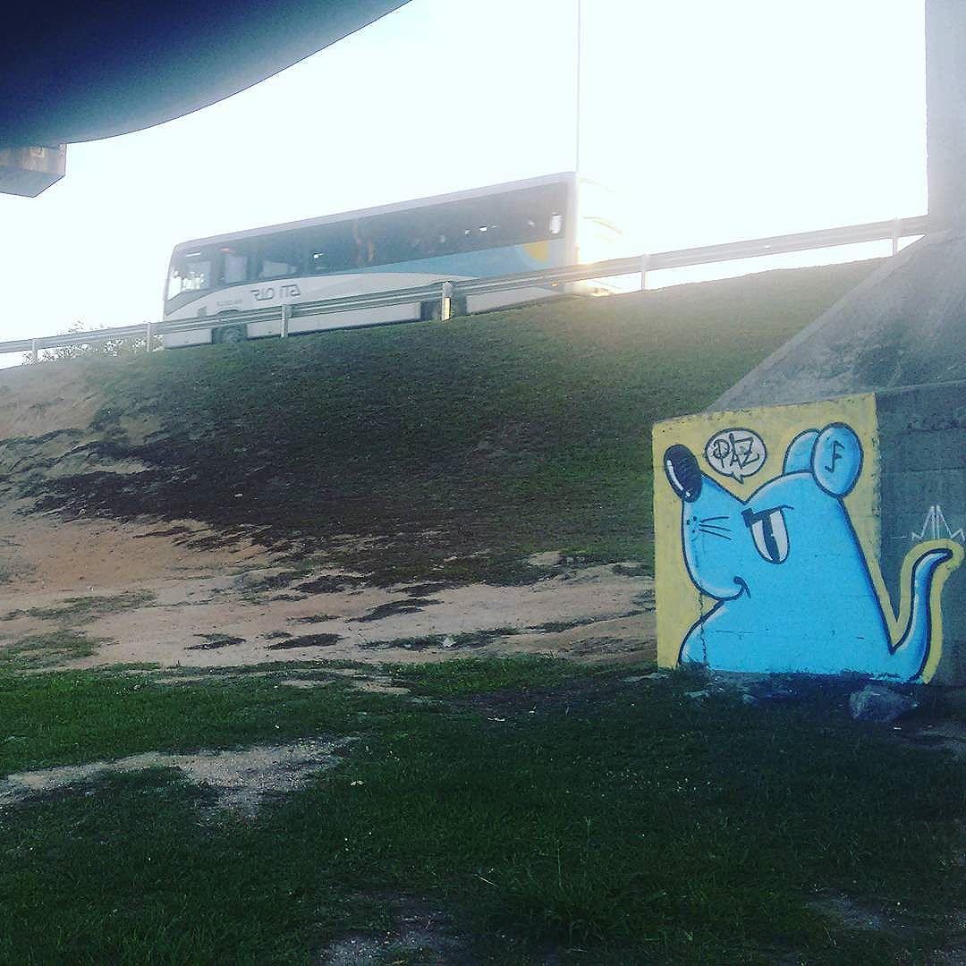 Paz  #ratimblu #arteurbana #artevisual #graffiti #azul #streetartrio #streetart #urbannation #niteroi #galeriaurbana #olheosmuros #olhodarua #vandallovers