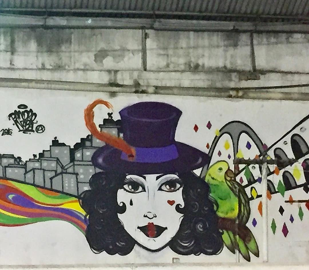 """Pintura realizada durante o evento Art Favela que rolou na quadra do Bloco Carnavalesco Fala meu Louro que é uma resistência do carnaval de Rua Carioca. """"VIVA A CULTURA DE RUA"""" #pandronobã #artistasurbanoscrew #carnavalderua #colombina #riodejaneiro #favelacarioca #streetartrio #globalstreetart #urbanart #artrua #artfavela #spraypaint 2016"""