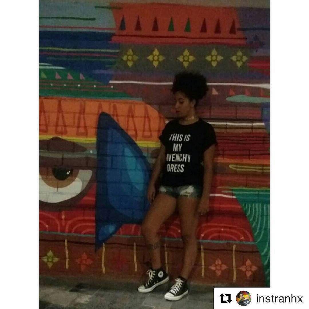 #Repost @instranhx with @repostapp ・・・ Cores ,muitas cores na arte do @kajaman  com a minha t-shirt maravilinda do @querotsf que eu ganhei do sorteio promovido pela maravimusa inspiradora @josysramos!   #streetartrio #arturbana #grafitti #grafiterj #cores #vida