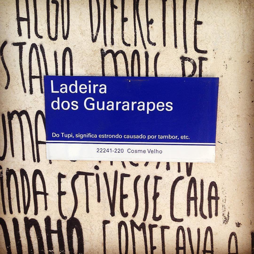 Seguindo o som do tambor #cosmevelho #valeapenasubiraladeira #rj #galpão #streetartrio