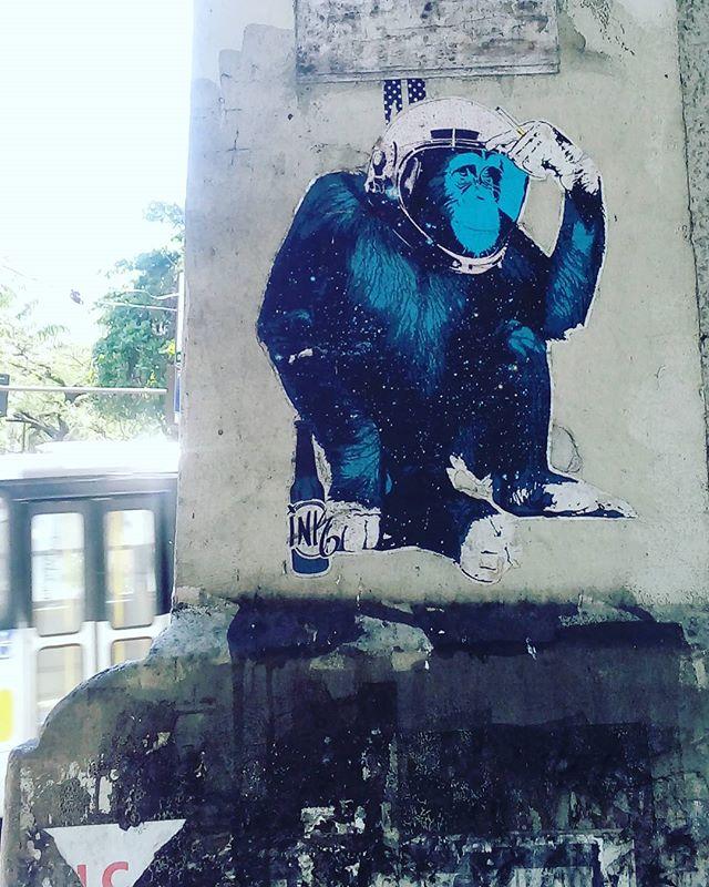 Sei la, mil coisas. Várias paradas. #palavrasachadasnarua  #streetstyle #streetwear #streetart #streetartrio #arteurbana #artederua #lambelambe #lambe #oqueasruasfalam #olheosmuros #murosquefalam  #poesiadeparede #poesiaderua #poesia #laranjeiras #riodejaneiroinstagram #riodejaneiro