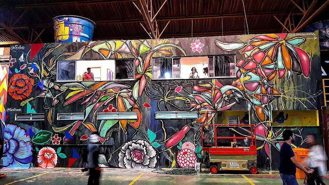 #StreetArtRio Grafites sobre o módulo da @a7magaleria (A7MA galeria) no evento @artrua, na avenida Professor Pereira Reis, 76, no Santo Cristo. 2/2 Artistas: , @enivo (Enivo) e @katiasuzue (Katia Suzue)  Tirada em 02/10/2016  Quer conhecer mais obras destes artistas e de tópicos relacionados? Explore mais em: #g021_enivo #g021_katiasuzue #g021_SP #g021_outrosestados  #g021_artrua2016 #g021_不明 #g021_evento