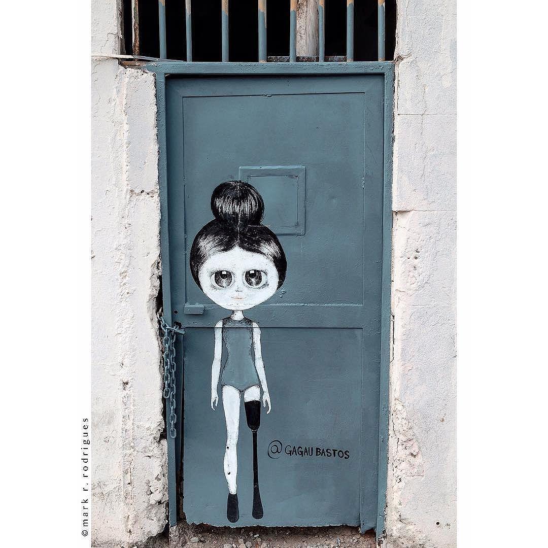 Arte de Rua - Praça Mauá, Rio de Janeiro #riodejaneiro #rio40graus #riodejaneirotop #rio2016 #riodejaneiroinstagram #riodejaneirotrip #visitrio #errejota #porainorio #aboutrio #artederua #artederuario #streetart #streetarteverywhere #streetartrio #streetphotography #streetartbrazil #brurbanlandscapes #fujixlovers #fujixloversbrasil #fujiholics #fujifilm_street #fujifilm_xseries