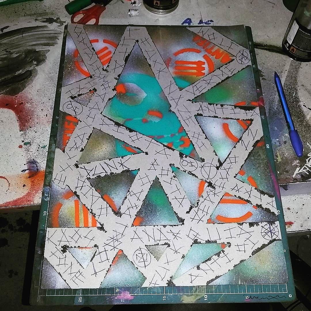 Arte  punk !  #calvinwolf  #wolf  #vandal  #streetart  #streetartrio  #graffiti  #instagraffiti  #canvas  #ilustração  #punk  #knup