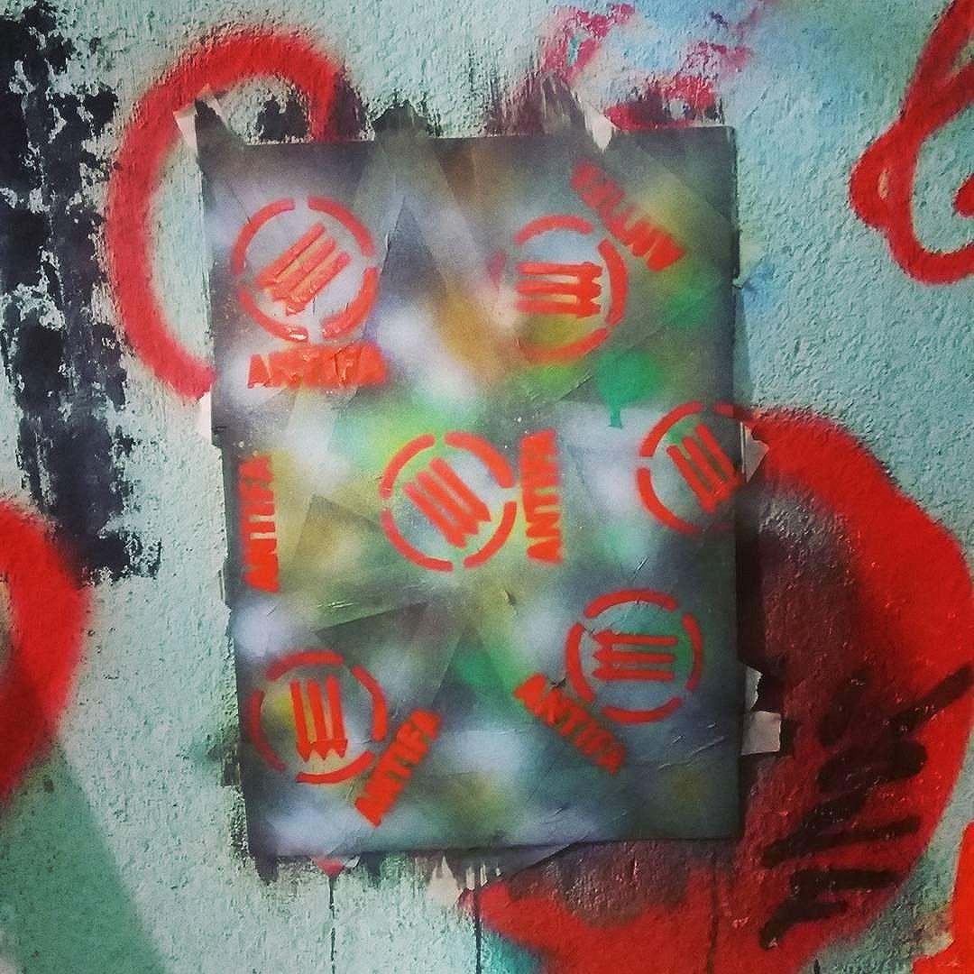 Arte punk!  #calvinwolf  #wolf  #vandal  #streetart  #streetartrio  #graffiti #instagraffiti  #canvas  #ilustração  #punk  #knup