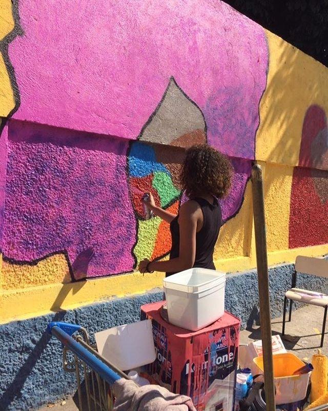 Depois de diversas atividades sobre arte urbana na EM Nações Unidas, os alunos realizaram um mural com os seus próprios desenhos com suas ideias sobre arte.  E você? O que imagina para representar a arte?  #FundoNami #Graffiti #StreetArt #StreetArtRio