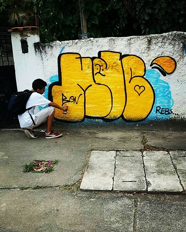 Eu continuo no jogo e eles continuam falando!!! #murdocvive #semprecalmo #graffitirj #graffitebrasil #vandalism #vandalrj #murdebscrazy #throwup #noucolors #mdc #fazo61 #bdkrew #bdkria #familiaagradece #progressoprosnossos #cheirodetintanoar #rjtags  #artederua #arteurbana #streetart #streetartrio #urbanart #instagraffiti #graffiti #zonanorte #zonalsul #riodejaneiro #culturaderua #cheirodetintanoar #chamalegal #freeballer