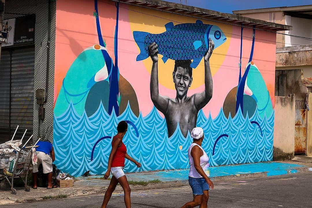 """Mais uma do painel """"Sepetiba dos sonhos"""". Pintura feita com meus manos @tainancabral e @cetysoledade  #streetart #graffiti #art #arteurbana #urbanart #sepetiba #mariscarte #ururah #rj #instagrafite #galeriaaceuaberto #streetartrio"""