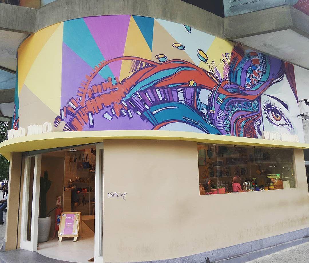 #marceloment #mentone #viamia #graffiti #graffitiart #streetarteverywhere #streetstyle #streetphotography #streetphotographers #ofantasticomundodografite #streetartrio #streetartist #arteurbana #aerosolart #be_one_urbanart #graffiti_of_our_world #streetartglobal #copacabana #riodejaneiro
