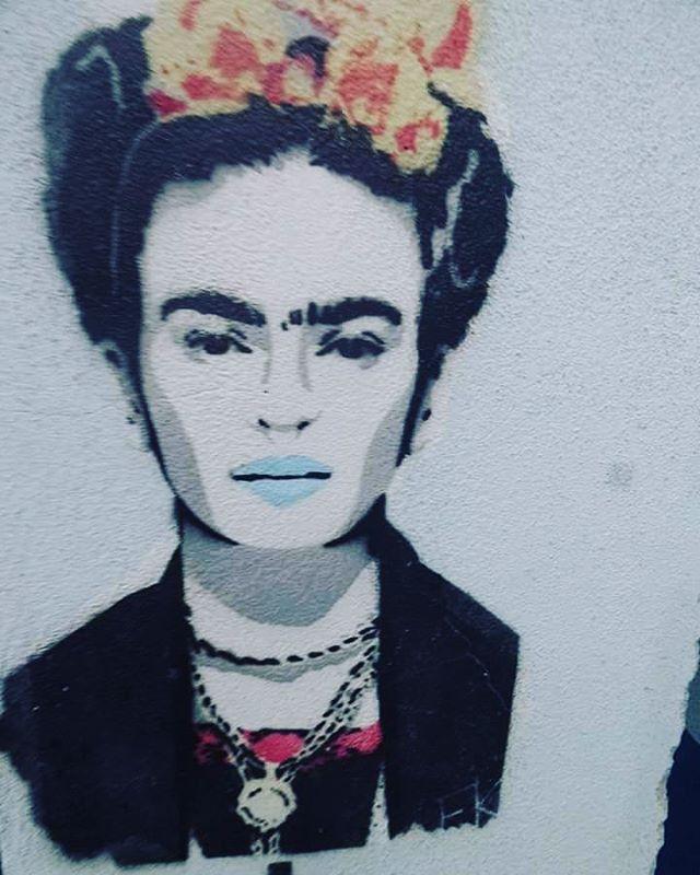 #mof #meetingoffavela #graffiti #streetartrio #arteurbana #streetartist #sprayart #aerosolart #be_one_urbanart #graffiti_of_our_world #streetartglobal #riodejaneiro #graffitiporn #stencilart #stencils #stencilstuff #stencilrio #streetphotography #streetphotographers #ofantasticomundodografite #frida #fridakahlo
