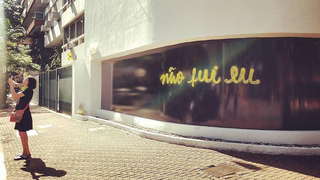 #naofuieu #streetart  #riodejaneiro #artriodejaneiro #Love #streetart #rioartexperience @streetart_rio #artederua #art #URBANA #arteurbana #graffiti #sprayart #instapicture #streetart #instart #artist #streetarteverywhere #lovesart #cariocagram #carioquissima #arte #streetphoto #streetartrio #visitrio #riooficial #rj #rio2016 #streetphotography