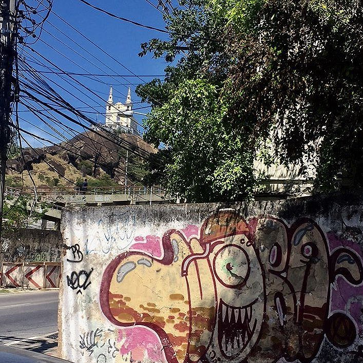 Penha !!! #ruasdazn #igrejadapenha #padroeiradapenha #zonanorte #throwupz #graffiti #artederua #pandronobã #artistasurbanoscrew #ilovegraffiti #urbanart #streetartrio 2016
