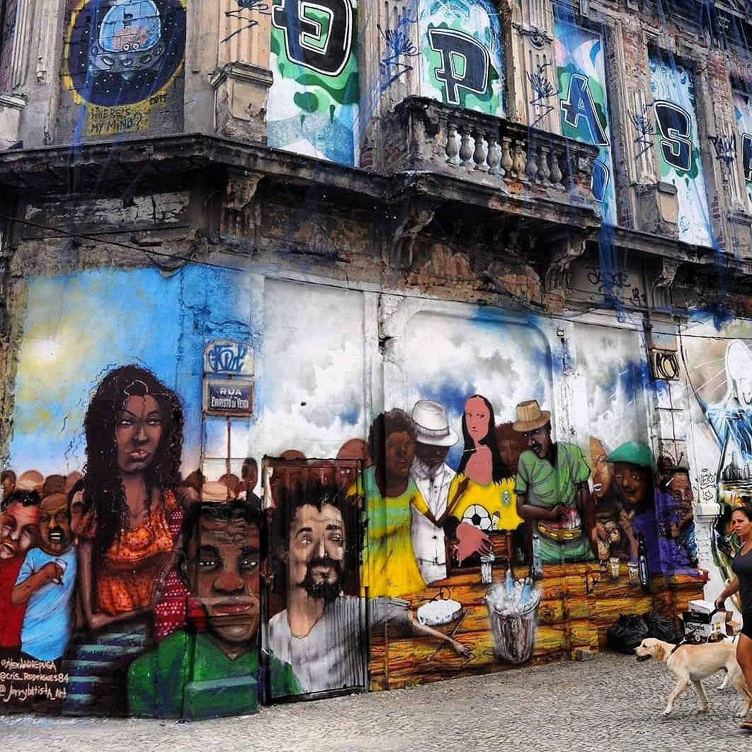 Qpasa?! #lapa  #boemia  #streetartrio  #rioartexperience #rioarte #top #experience #streetartrio #riodejaneiro #graffitti #streetart #artederuario #arteurbana #arte #art #cidademaravilhosa  #carioquissimo #vejario #rioofficialguide #destinoerrejota #instario #instatravel #riodejaneiroinstagram #visitrio #visitbrasil #brasil #instart #grafite #mtur