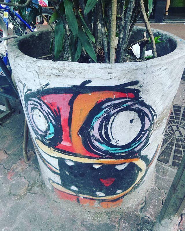 #rafocastro #streetphotography #streetphotographers #ofantasticomundodografite #streetartrio #graffirio #riodejaneiro #ipanema #graffiti #graffitiart #streetarteverywhere #streetstyle #fotografiaurbana #arteurbana #urbanstyle #urbanrio #streetartist #errejota #be_one_urbanart #graffiti_of_our_world #streetartglobal #street_art_community