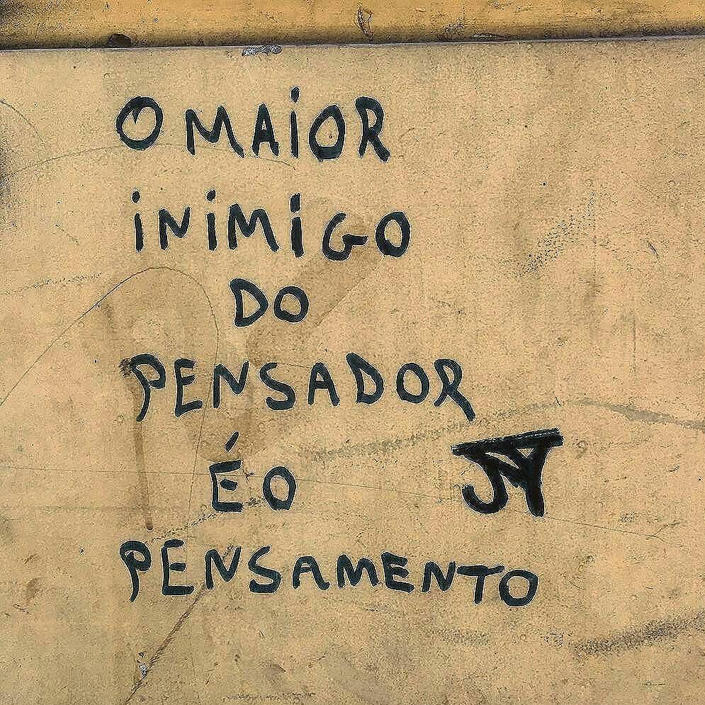 #Repost @filipe_caval ・・・ Praça Tiradentes, Rio de Janeiro, RJ. #graffiti_of_our_world #grafitebrasil #graffitiart #graffiti #streetartrio #streetart #street_art #sprayart #artederua #arteurbana #artenosmuros #wallart #urbanart #vozesdacidade #murosquefalam #poesiaderua #adororua #asfaltoterapia #olheosmuros #poesiadoolhar #meu_olhar_dream #fotoencantada #clubepixel #urbanessence #misturaurbana #paredespichadas #olharurbano #instapoema