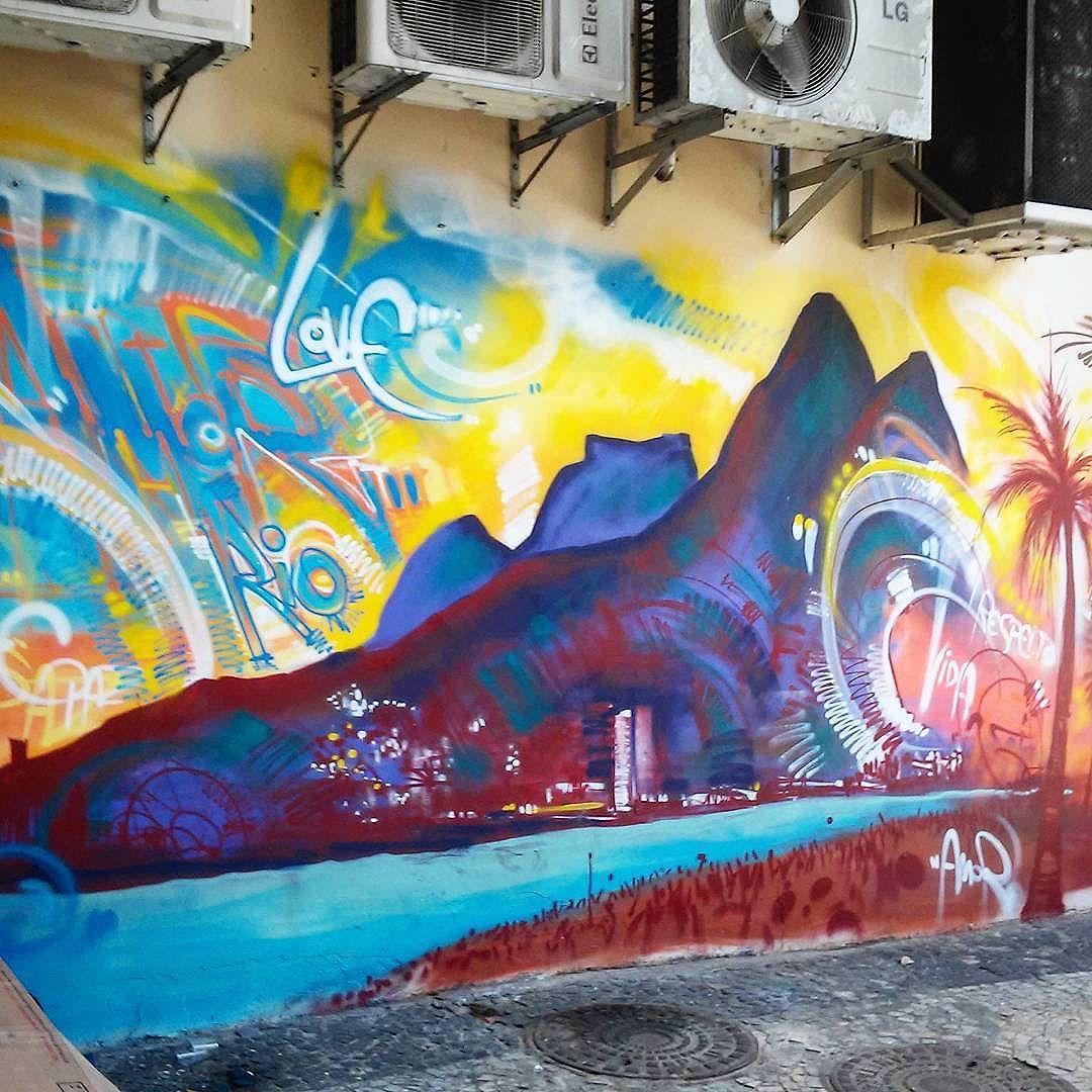 #streetart #streetartrio #streetartrj #urbanart #urbanwalls #wallart #arturbain #artderue #arteurbana #artederua #artenarua #artecallejero #graffiti #graffitiart #instagraffiti #grafite #grafiterj #instagrafite #wall #muro #mur #landscape #doisirmaos #pedradagavea #ipanema #ipanemarj