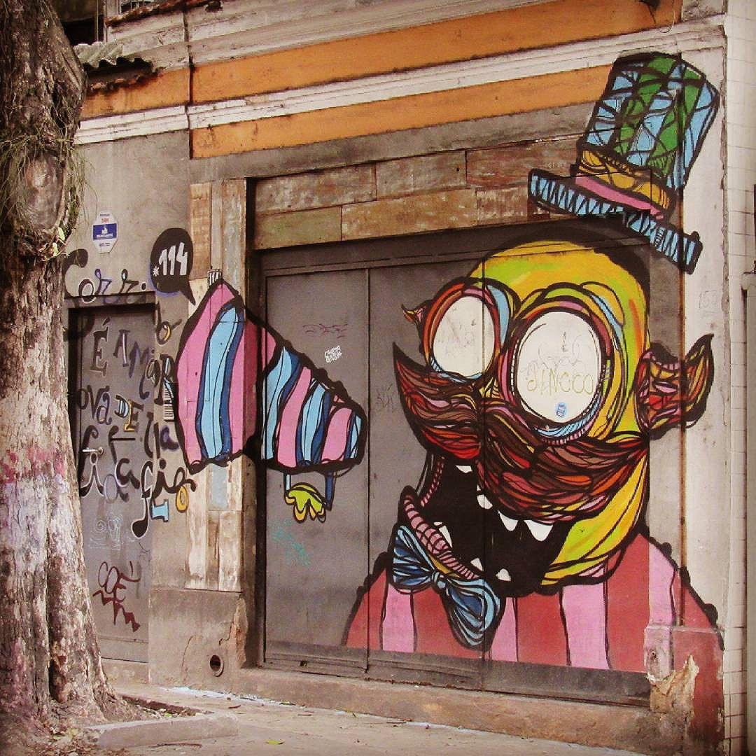 #streetart #streetartriodejaneiro #streetartrio #graffiti #graffitiart #instagraff #intagraffite #urbanart #urbangraffiti #streetartofficial #graffitestreetart #sprayart #wallart #globalstreetart #botafogoneighborhood #botasoho #bairrobotafogorj #rioeuteamo #artederua #artederuarj #carioca #turistandonorio #visitriodejaneiro #visitbrazil #riodejaneiro #rj #brasil #brazil