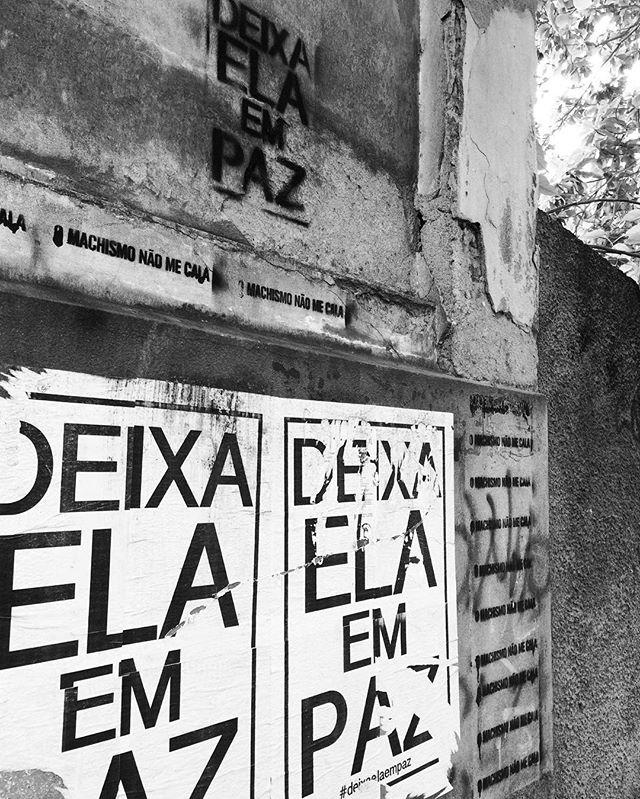{white, black&white}. ️️️ #deixaelaempaz #omachismonaomecala  #oqueasruasfalam #streetartrio #wheatpaste