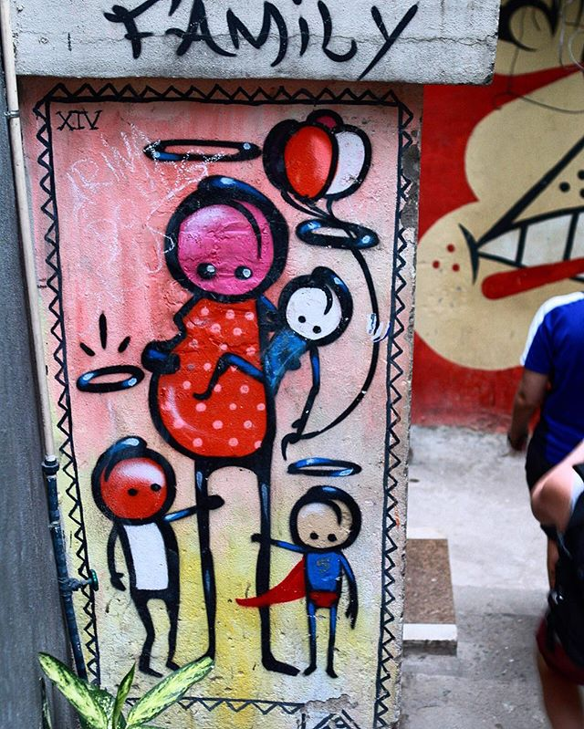 Works of Wark #braffiti_maravilhosa #wark #warkrocinha #grafite #grafitebrasil #grafiterio #graffiti #graffitiart #graffitibrasil #graffiti_of_our_world #streetart #streetartrio #streetartistry #wallart #mural #sprayart #rsa_graffiti #instagraffiti #vidigal #rio #riodejaneiro #rj #rj  #errejota #cidademaravilhosa #conservacaorio #iphonese #iphoneography #iphoneographer #iphonephotography
