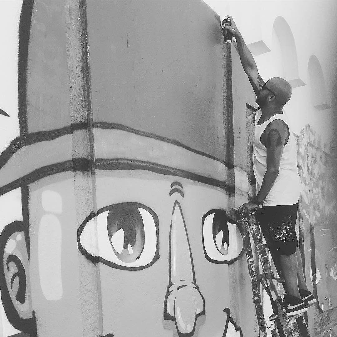 4º dia de pintura ... Vamos que vamos. #spraypaint #streetartrio #pandronobã #work 2016