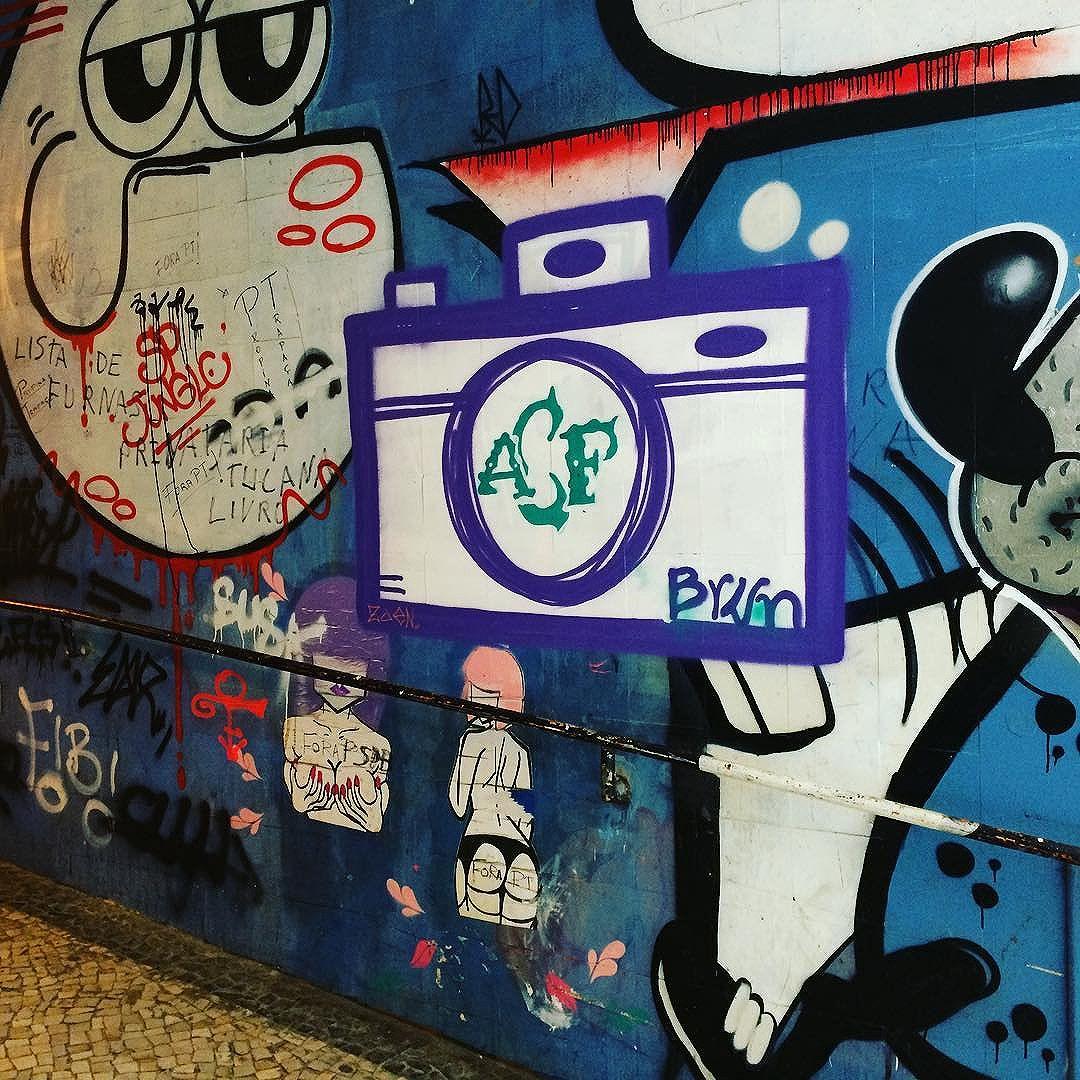@riourbanarts Copacabana @ForçaChape #riourbanarts #forcachape #streetartexperience #riodejaneiro #streetartrio #riograffiti #graffiti #artinrio