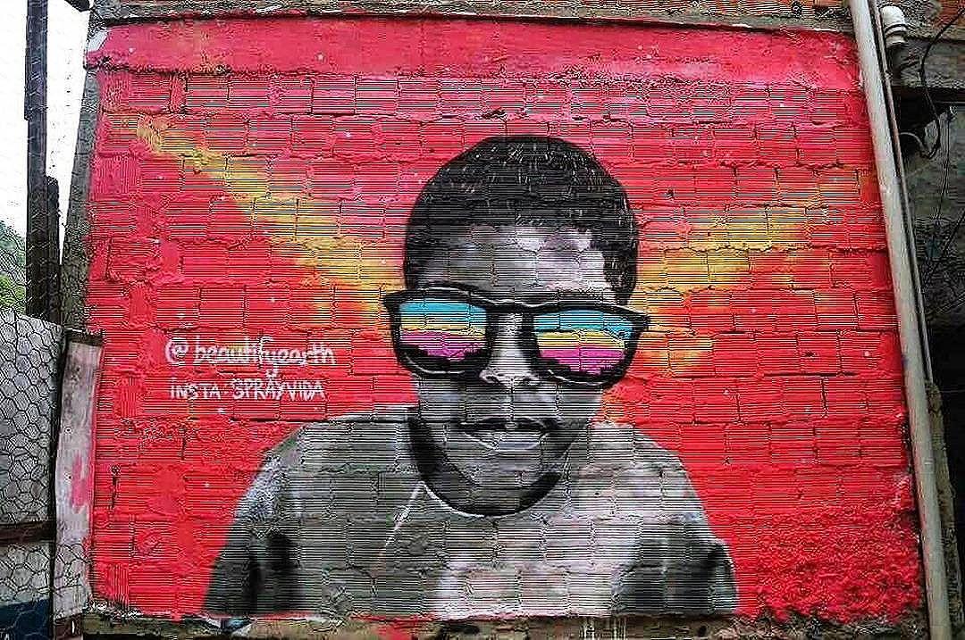 @sprayvida inRocinha, RJ, Brasil with @beautifyearth #beautifyearth. #sprayvida #rocinha #riostreetart #streetartrio #streetartrj #graffitirio #graffitirj #streetartbrazil #streetartbrasil #streetartbr #brazilstreetart #graffitibrasil #brasilgraffiti #brazilgraffiti #graffitibrazil #streetart #urbanart #graffiti #wallart #graffitiart #wallpainting #muralpainting #artederua #arteurbana #muralart #graffitiwall #graffitiartist #streetart_daily #streetarteverywhere