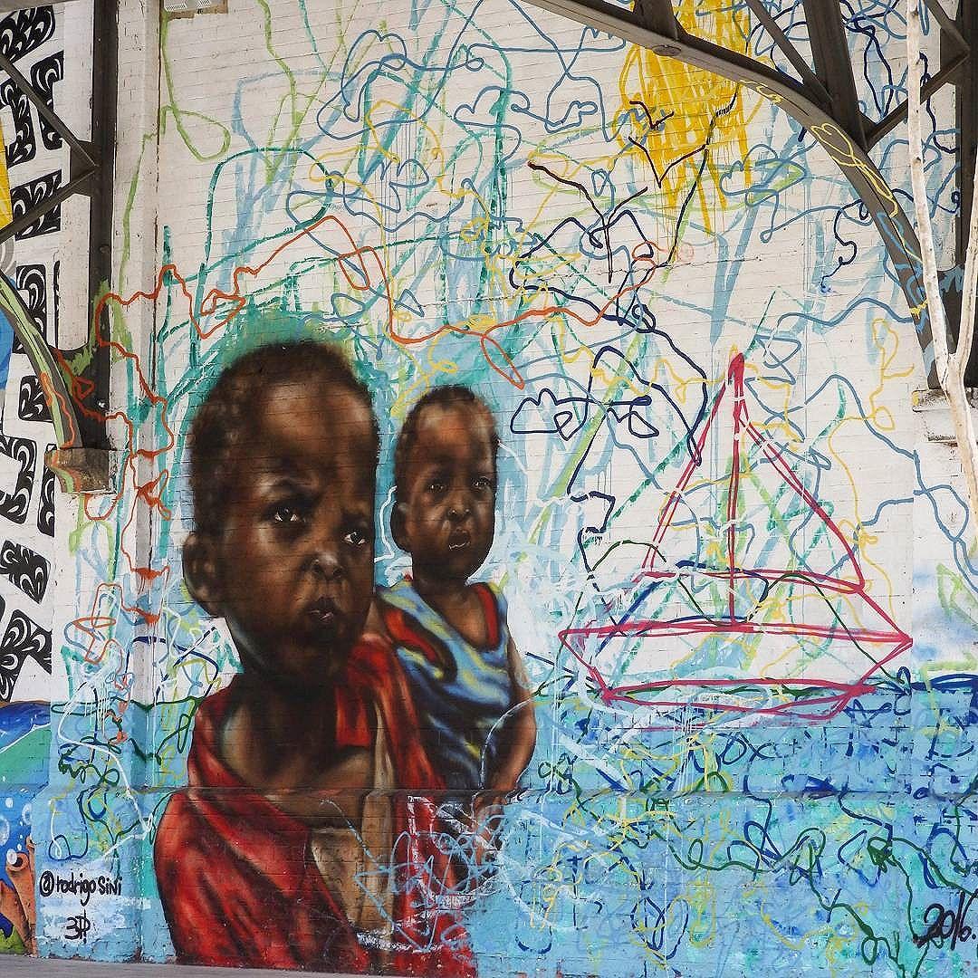 Arte na parede! @rodrigosinirodrigosini . . #streetartrio #arteurbana #artistaderua #arturbana #artederua #boulevardolimpico #esseemeurio #rioenquadrado #rioeuamoeucuido #conservacaorio #riopostcard #aboutrio #riomais #rioetc #respirofotografia #rioiloverio #lovephotobyme #brasil_photolovers #brurbanlandscape #_photographic_world #vivacarioquice #amofotografar #fototerapia #fotografeorio #vejario #odiaonline #jornaloglobo #grafrio #artruario