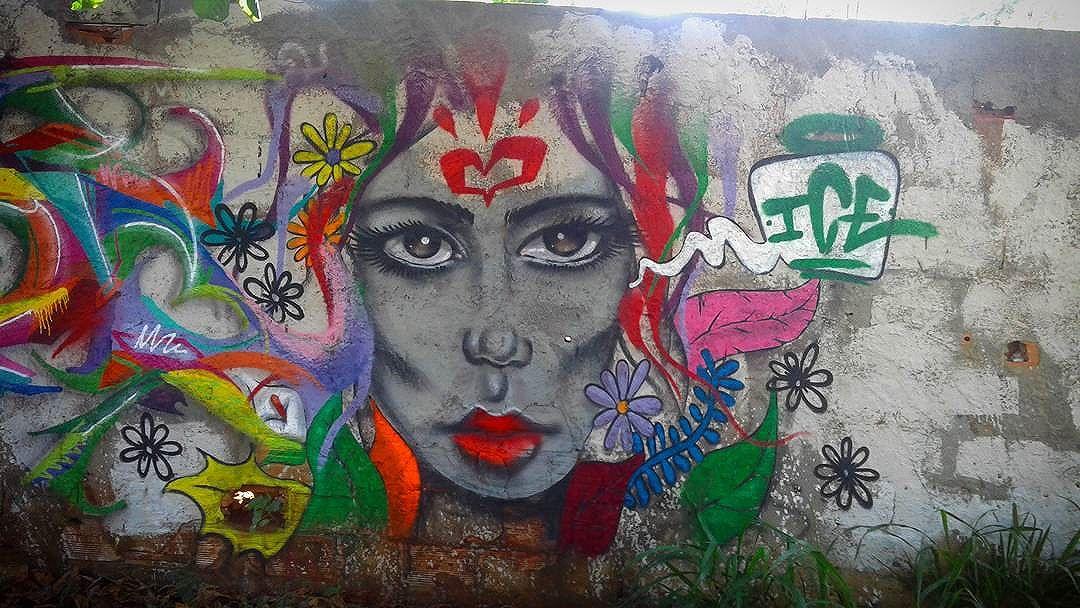 Dando cor ao cinza... #geriba #buzios #leandroice #graffiti #art #collors #girls #streetart #streetartrio #heart #arteurbanabr