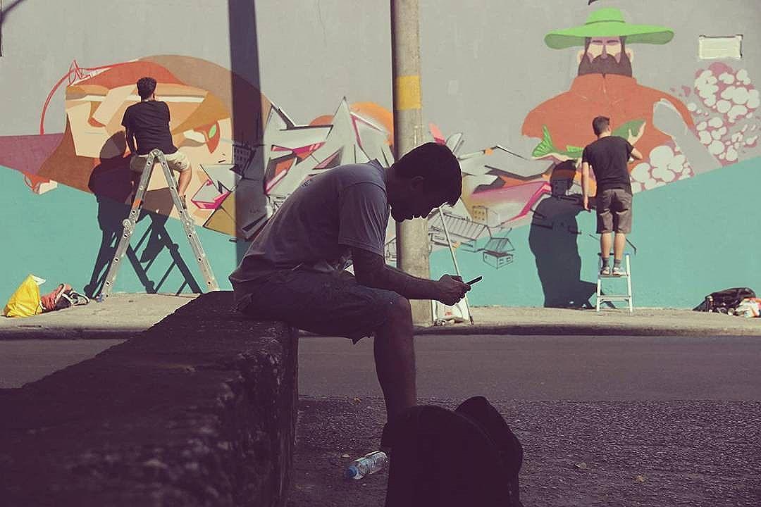 É preciso dar um tempo..... Foto: @felipefew  #fame  #nrvo #graffiti #streetart #streetartrio #urban #tijuca #riodejaneiro #betofame