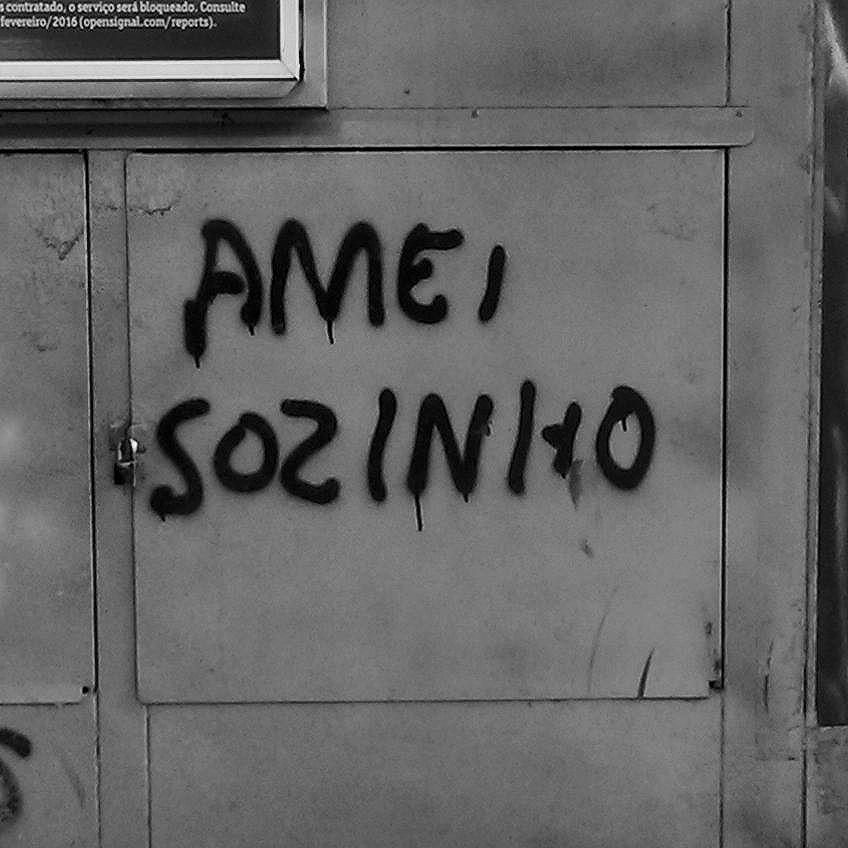 E sofri calado . . . . #Arte #Graffiti #streetart #artederua #artenarua #olheosmuros #asruasfalam #graffitiart #instagraffiti #streetarteverywhere #streetartphotography #streetartrio #streetartist #streetartbrazil #graffitilifestyle #graffitiart #tintanaparede #streetphoto_brasil #vozesdacidade #streetfiles #libertesuamente