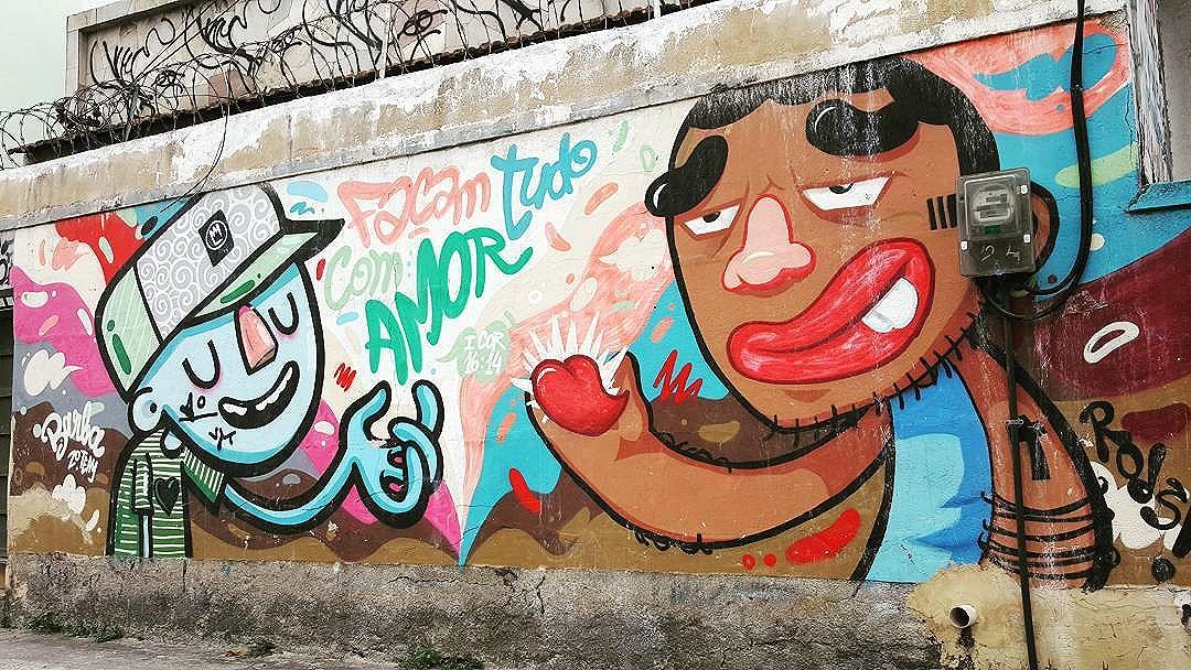 Façam Tudo Com Amor #maisamorporfavor #olharever #pelasruasdoriodejaneiro #graffiti #art #artepelasruas #streetart #streetstyle  #StreetArtRio #streetstyle #streetartistry #streephotography #stredowntown #urban #urbanart