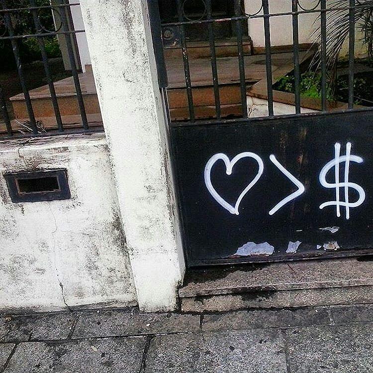 Foto por @jnrgms ・・・ Olhe os muros, valorize a arte, fortaleça o movimento. Use #CamposStreetArt ・・・ Crédito ao artista: é o artista ou conhece quem fez a arte? Comenta ai! ・・・ #Arte #Graffiti #streetart #artederua #artenarua #olheosmuros #asruasfalam #graffitiart #instagraffiti #streetarteverywhere #streetartphotography #streetartrio #streetartist #streetartbrazil #graffitilifestyle #graffitiart #tintanaparede #CamposCity #CamposRJ  #camposdosgoytacazes #RJ #streetphoto_brasil #vozesdacidade #streetfiles #libertesuamente #globalstreetart #streetart_daily #notbanksyforum #arteurbanabr